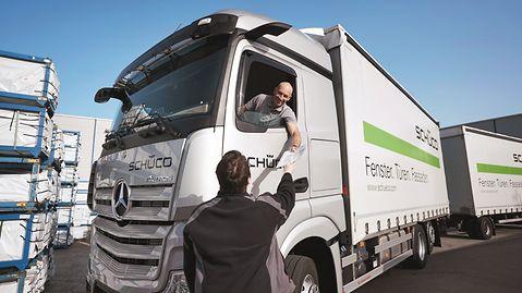 Kommissionierung, Verladung und Transport der Kunststoffprofile